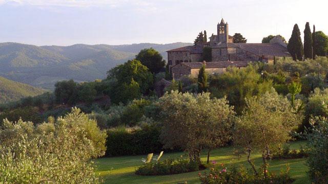 Villa le Barone : view on the Pieve di San Leolino