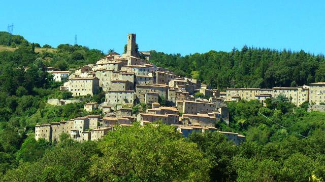Hilltop medieval village in Upper Maremma: Castelnuovo di VDC