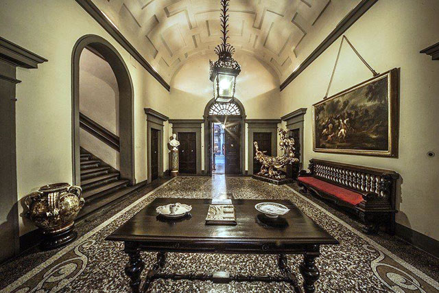 Florence Palazzo Larderel Via Tornabuoni: the Entrance