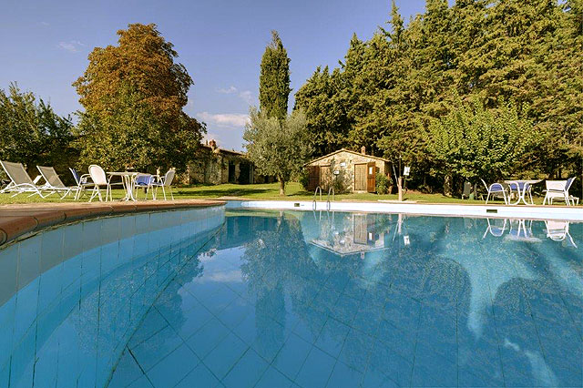 The pool at Villa le Barone in Chianti , Italie
