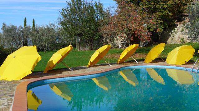 Villa le Barone: umbrellas ballet before winter
