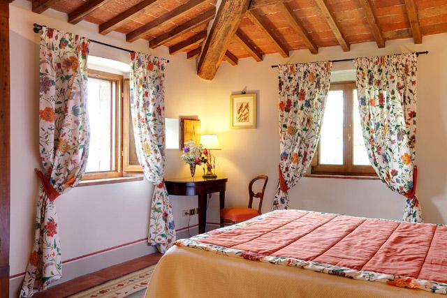 A junior suite at Villa le Barone in Chianti